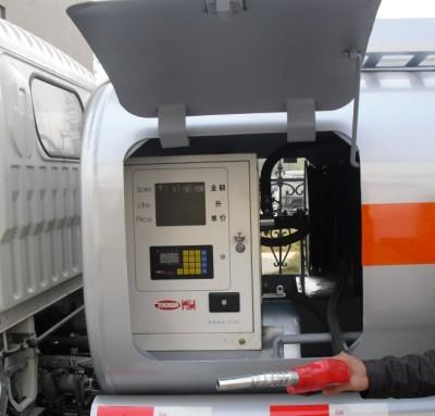 小型加油车加油仓图片